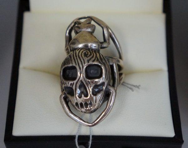 Bague Scarabée-crâne - SCARO par Caroline Arbour
