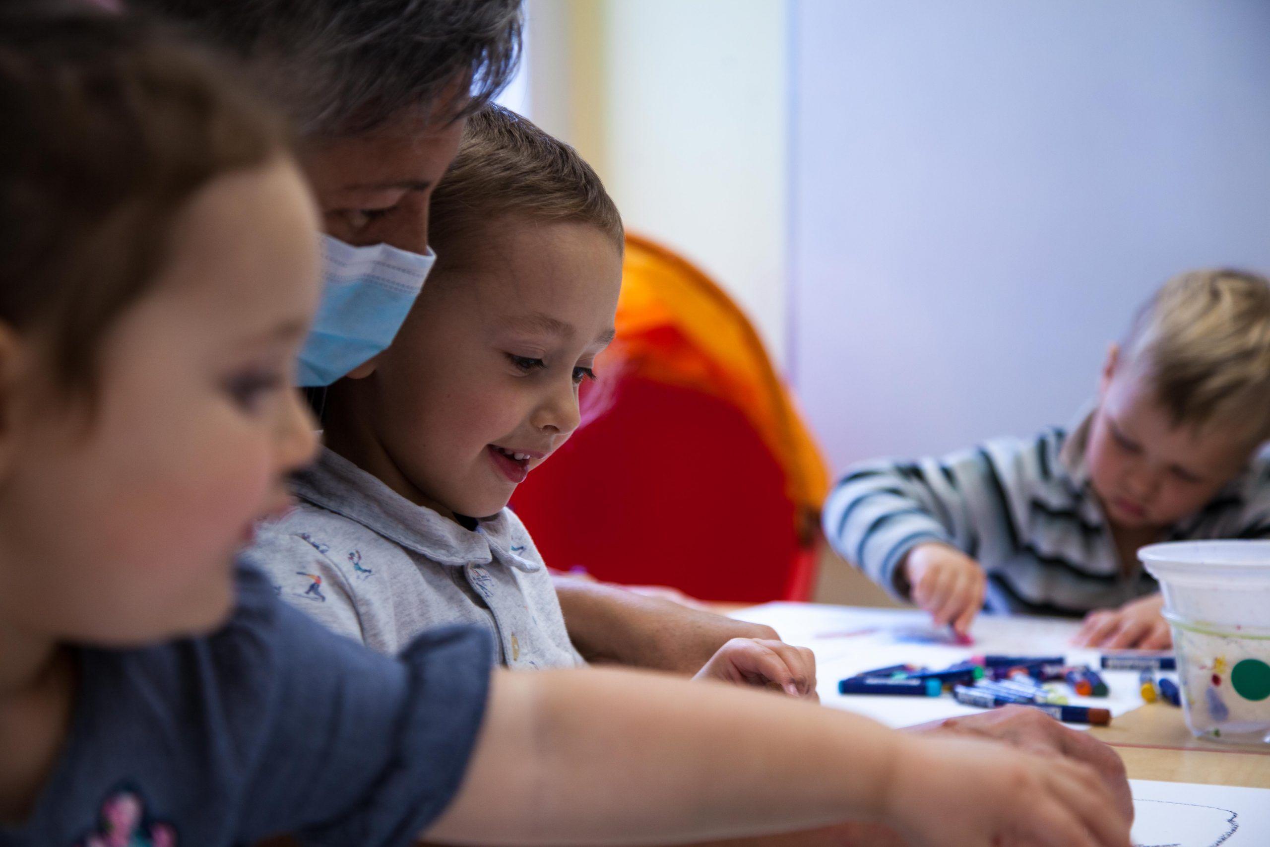 Atelier créatif avec petits de CPE - Musée d'art de Rouyn-Noranda